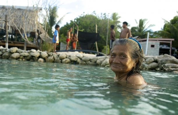 woman_kiribati