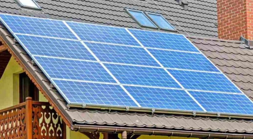 how-much-roof-space-needed-for-solar-panels-1040x520